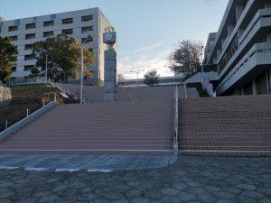 図書館前階段